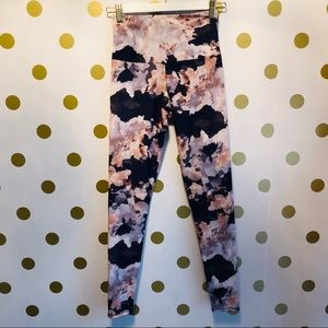 Onzie flow floral abstract size XS